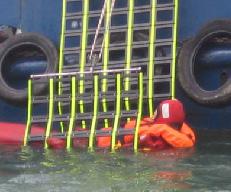 Rettungsnetze aus Kunstoffelementen oder geknüpften Netzen